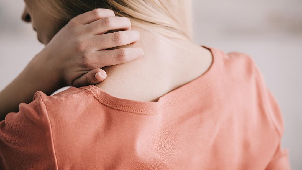 患有颈椎病能不能遗传下一代呢