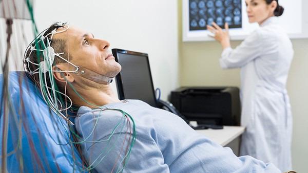癫痫怎样鉴别诊断?常用脑电图