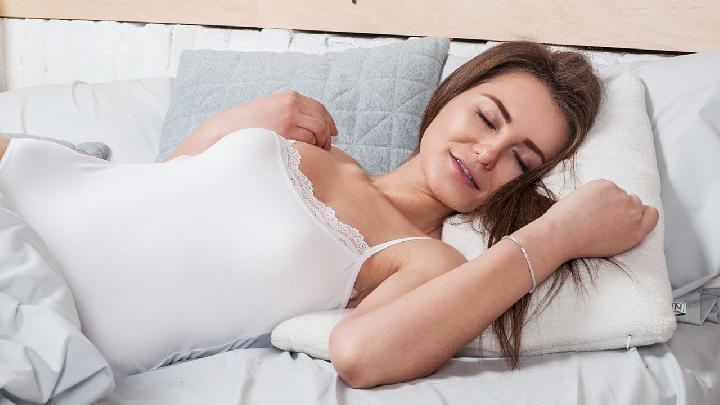 女性脱发是多囊卵巢综合征的征兆吗 当心这6种疾病来侵袭