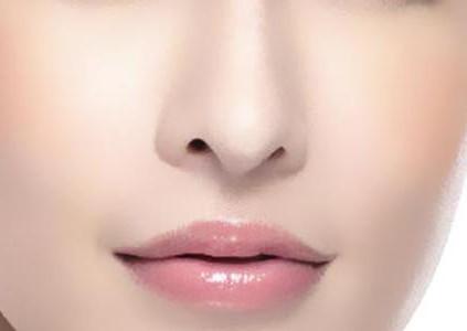 小动作注射隆鼻引起大变化