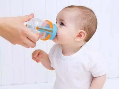 宝宝不爱喝水?你可以试试这种方法