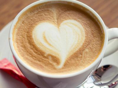 怎样去掉咖啡斑_牛奶咖啡斑是怎么引起的 如何去除