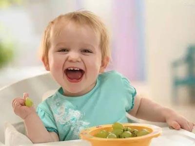 小孩吃�9���Y_宝宝 壁纸 孩子 小孩 婴儿 400_300