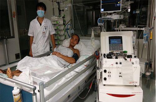 海南分院输血科成功实施首次毒蛇咬伤血浆置换术