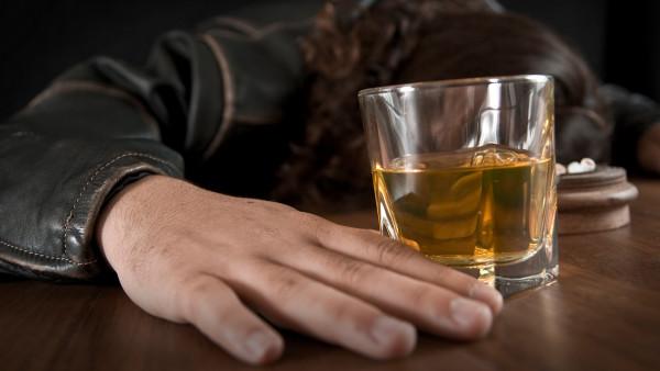 酒精中毒怎么治療呢?