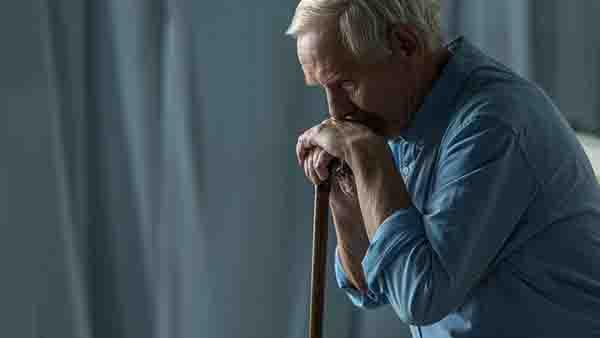 什么原因导致老年人患腰椎间盘突出?