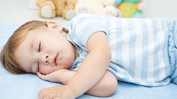 宝宝和谁睡,影响大不大