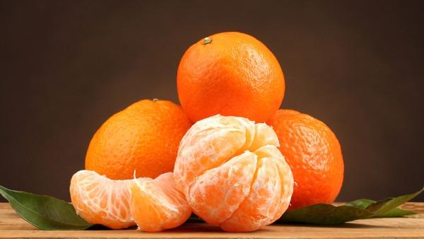 大雪节气新鲜水果少 橘子来凑热闹