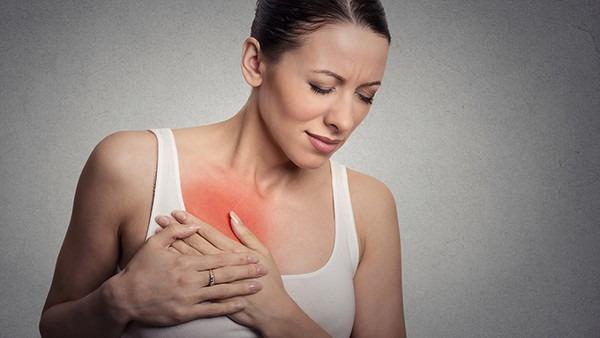 右边胸上方疼怎么回事 警惕引发右胸疼痛的2种疾病