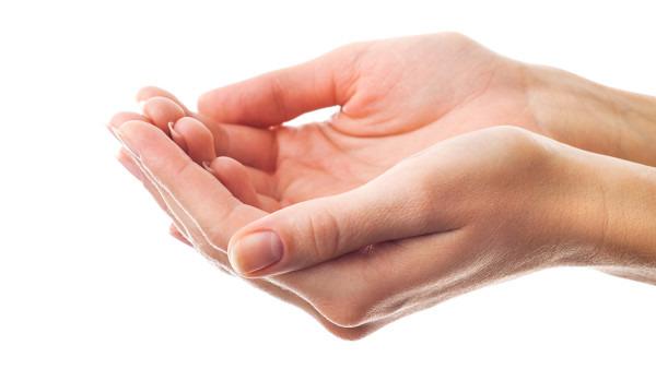 手指甲上面有好多小坑怎么回事?可能是蛋白质缺乏
