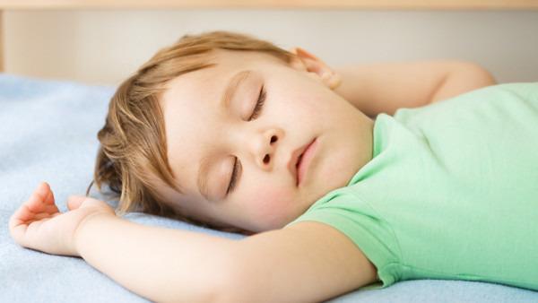 宝宝起热痱子怎么处理 应对宝宝起痱子的5个偏方