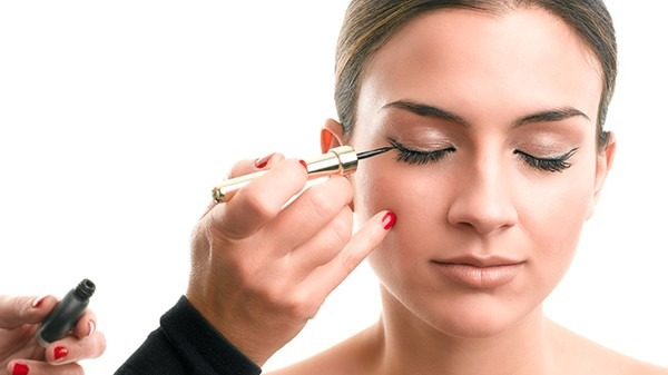 还在用手化妆?化妆刷是不可缺少的工具