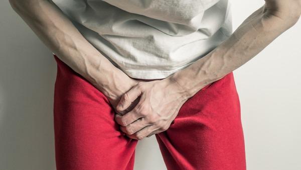 男性排尿时尿道口刺痛是怎么回事?及早进行治疗