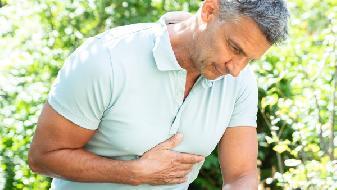 左胸口疼是怎么回事,引发左胸疼的病症表现