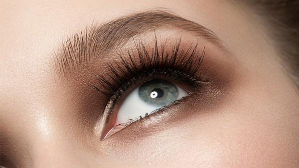 飞蚊症的症状是什么?眼睛飞蚊症是什么原因造成