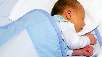新生儿是什么原因?新生儿拉肚子屁屁红怎么办?