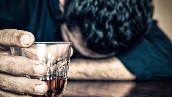 俄罗斯出现假酒中毒事件 已有21人因喝假酒死亡