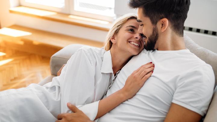 女人喜欢你会有哪些性暗示 千万别错过女人发出的这几个暗示