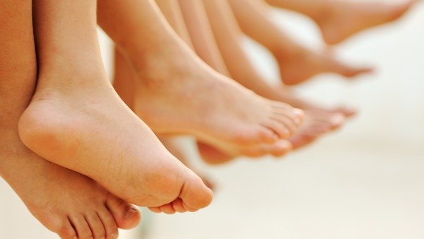 冬天脚跟干裂怎么办 治疗脚跟干裂粗糙的3个小窍门