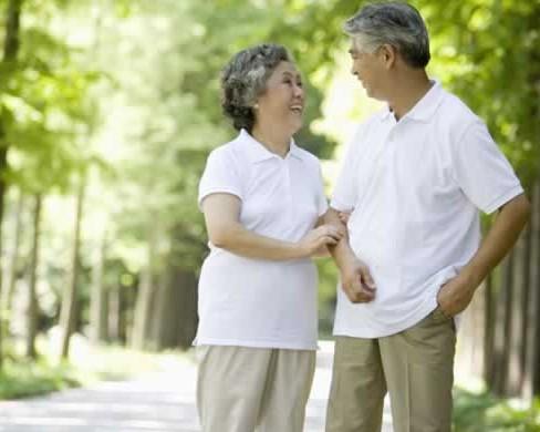 春季老年人保健因该多出外走走