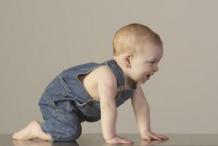 6招解决宝宝爬行问题 宝妈必看