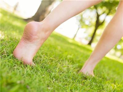 赤脚走路.jpg