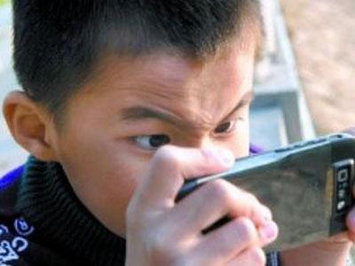 孩子玩手机有哪些危害?