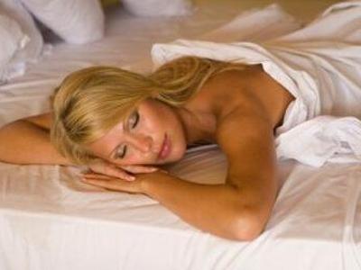 裸睡有哪些让人害羞的好处?1