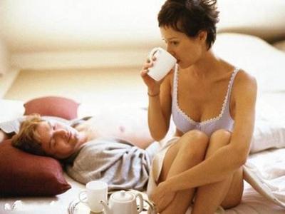 裸睡对性爱有意想不到的好处4