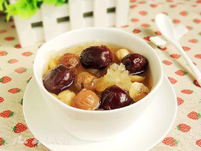桂圆干红枣泡水喝的功效与作用