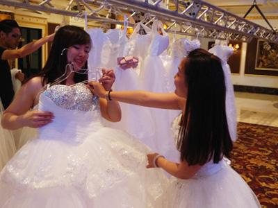 选婚纱要注意什么_选婚纱礼服,要注意什么