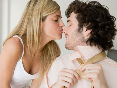 第一次亲吻女孩哪里最合适