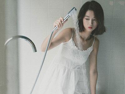 盘点浴室性爱的花式玩法