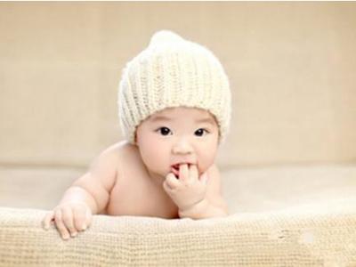 宝宝爱吃手怎么办 原因有哪些