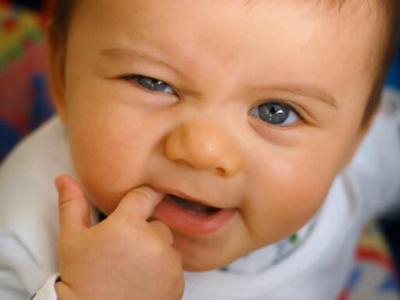 宝宝吃手这么做就对了