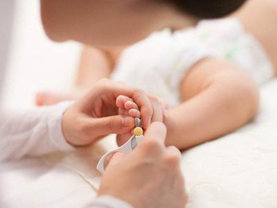 你还在这样给孩子剪指甲吗?宝宝指甲不能乱剪