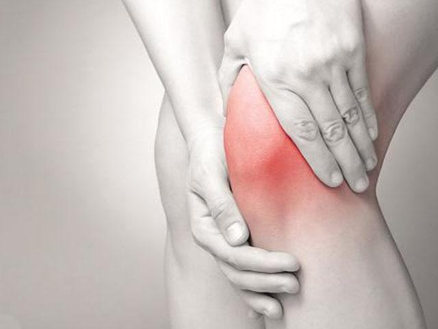 坐着时经常揉捏膝盖