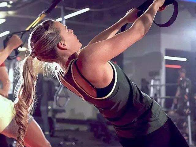 四个动作练活肩关节 缓解关节老化